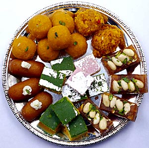 http://www.indianetzone.com/photos_gallery/10/IndianSweets_507.jpg