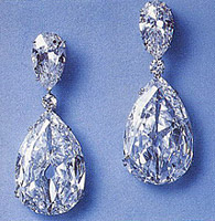 Indore Pears diamond set in pair of earrings