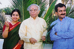 Lalgudi Jayaraman With his son G. J. R. Krishnan and his daughter Lalgudi Vijayalakshmi