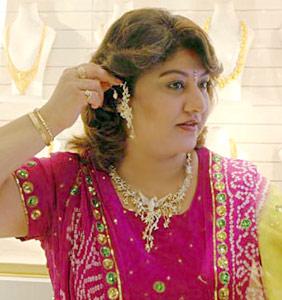 Saritha  Soundarya  Suman Nagarkar  Manya  Vijayashanti and othersHeroin Soundarya Family Photos