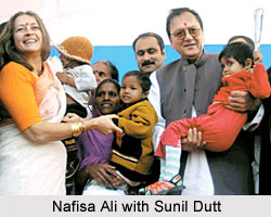 Union Minister of Youth Affairs and Sports Sunil Dutt, Union Minister of Health & Family Welfare A Ramdoss and socialite Nafisa Ali with AIDS-afflicted children during the AIDS Awareness Run, held by the CII