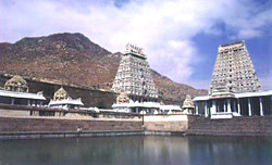 Annamalaiyar Temple lies at the foot of  Annamalai  Hills