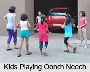 Oonch Neech, Traditional Game