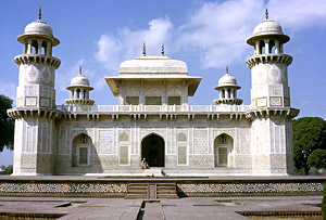 Itmad- Ud- Daulah Tomb