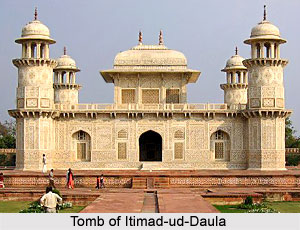 tomb of Itmad-ud-Daulah at Agra, Islamic Architecture