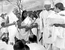 Malati Choudhury with Mahatma Gandhi