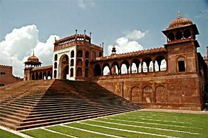Moti Masjid, Indian Sculpture