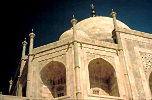 Octagonal towers at the corner Sculpture of Taj Mahal