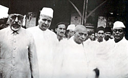 Azad, Jivatram Kripalani (third from left), Patel and other Congressmen at Wardha.