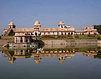 Jahaz Mahal palace, Architecture In Central India