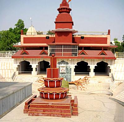 Siddhapeeth of Shri Peetambra Devi - Datia, Madhya Pradesh
