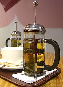 During the therapy, the patient is asked to drink as much licorice tea as possible in order to fill the stomach completely