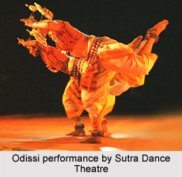 Odissi performance by Sutra Dance Theatre