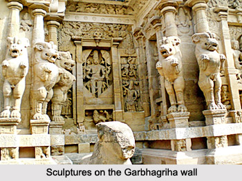 Sculptures on the Garbhagriha wall