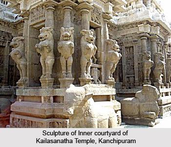 Sculpture Of Inner courtyard at Kailasanatha Temple
